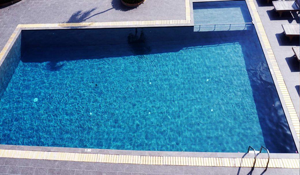 Nirangrandbangkok-Swimmingpool